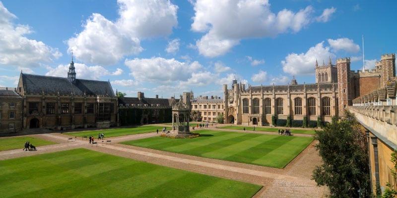 cambridge-university-trinity-college-great-court
